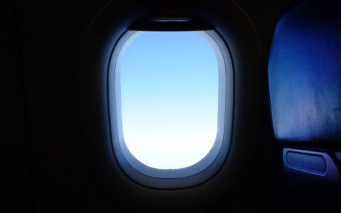 Online-Flugreisebuchung - und die zu penetrant angebotene Reiserücktrittsversicherung